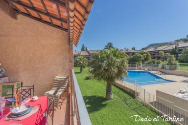 2-pièces splendide avec terrasse et piscine