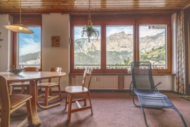 Sunny mountain apartment in Albinen