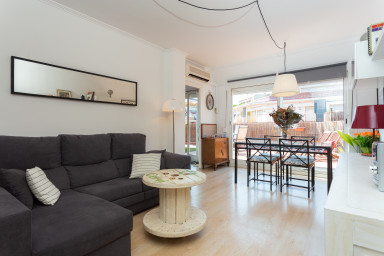 Penthouse right next to Sagrada Familia! Amazing sunny terrace +free wifi