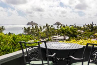 Lanikai Hillside Studio with Spectacular Ocean View of Mokulua Islands.