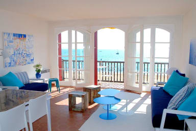 Large 4-room apartment, WIFI, direct beach access, unique view of St Tropez