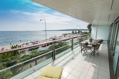 Outstanding sea view apartment in Cannes