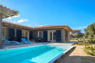 Spacious villa with heated pool pro. beach/mountain
