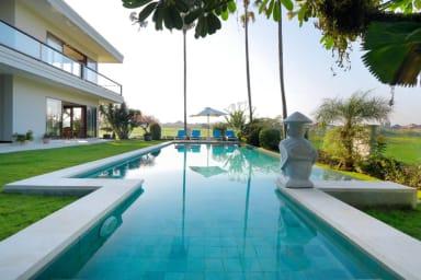 Comfortable Private Villa, 4 BR, Canggu w/ staff