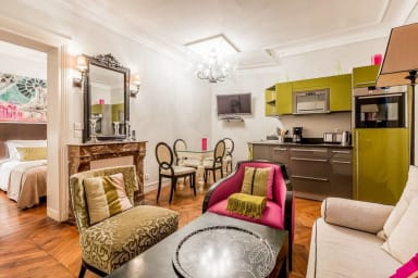Chic and Stylish Flat - 3 Mins to Notre Dame