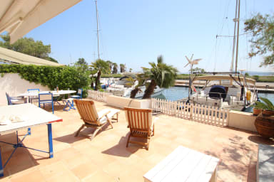 Large house with WIFI, a very large terrace, a 14m-mooring and sea view
