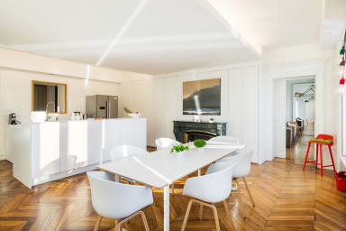 L'Ange Design apartment with exceptional views of the Saone