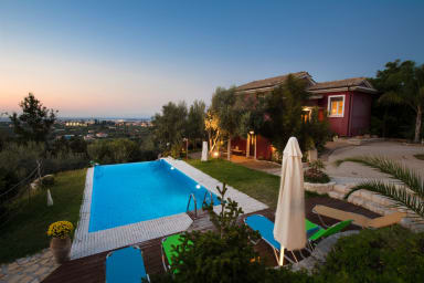 Vila Dioni - situata pe Lefkada Town Hill