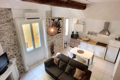 (33c) Charming Mezzanine Studio near Provençal Market AC free parking