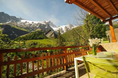 Appartement avec balcon face à la Meije et glaciers - Lucette Jacquier