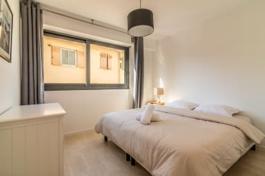 Cannes 2 Bedroom Apartment with AC by easyBNB