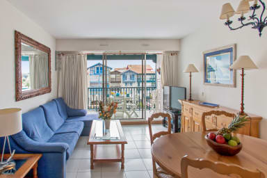 Charming 3br flat in Hendaye port, 1 min away from the main beach