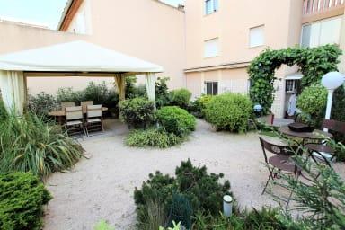 Appartement 2 chambres / 2 salles de bains/double terrasses avec jardin