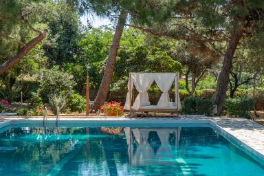 Villa Oasis, Coastal Villa with Pool and Garden by JJ Hospitality