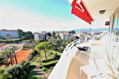 Appartement entièrement équipé de 100 m2 avec vue mer et collines