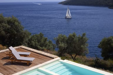 Villa Aeraki - Direct Sea Access, Private Dock and Boat Mooring