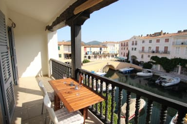 Renovated 2-room apartment with a large balcony in the center
