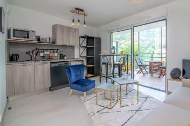 Superbe studio moderne au coeur de Beausoleil avec vu mer et jaccuzi couver