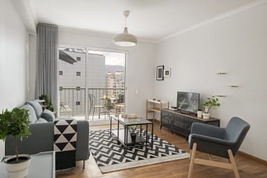 Livingroom with balcony.