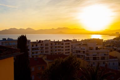 Very large apartment with sea view in the Suquet district of Cannes