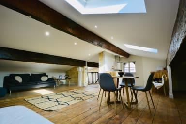 Un mini loft lumineux et spacieux, endroit convivial et chaleureux.