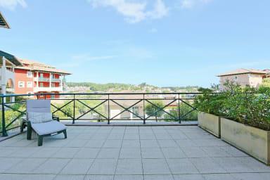 Ciboure / Bel appartement, grande terrasse, 2 ch, parkg, plage 10mn à pied