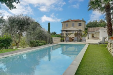 Cannes – Monfleury lovely villa of 3444 sqf on 2 levels – 12 pax sleeping: