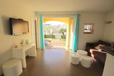Renovated apartment - large terrace, garage, 14m mooring