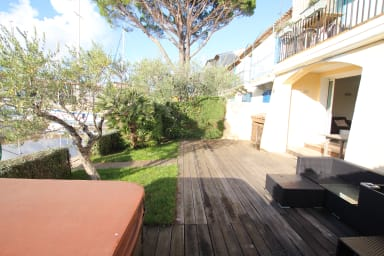 Renovated apartment - large terrace, garage, 14m mooring