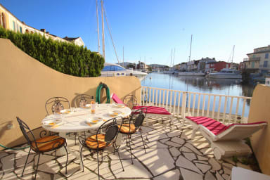 Enlarged house close to the beach with WIFI and a 11m mooring.