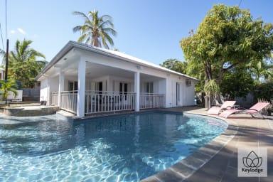 Villa de la Baie, 4****, 187m2, Piscine & Jacuzzi, Front de Mer de St Paul