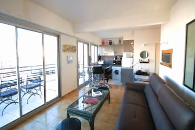 Cozy 1 bedroom apartment and terrace, Cannes, Croisette 2 mins