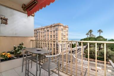 Deux pièces avec terrasse à 100m de la Promenade des Anglais