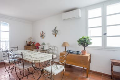 Large 2* flat w/ terrace in front of the sea in Antibes Old City - Welkeys