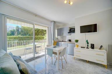 IMMOGROOM- Bel appartement, bien décoré avec terrasse - CONGRES/PLAGES