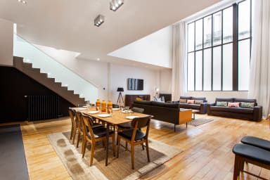 Salon / Living room + Coin repas / Dining room