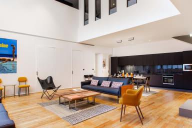 Salon / Living room + Cuisine américaine / Kitchen