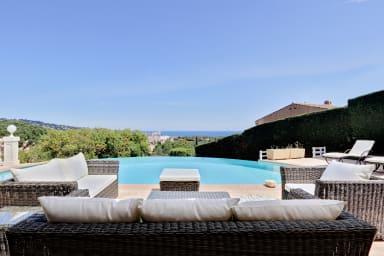 Villa Maëva / Villa de prestige avec piscine à débordement et vue mer