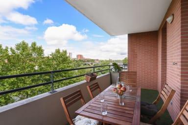 Beau T3 avec AC et terrasse vue sur la Garonne à Toulouse – Welkeys