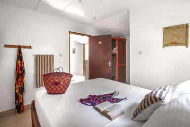 Schlafzimmer 3: Gemütliches Schlafzimmer im Obergeschoss, Bad (+ WC), Klima