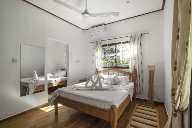 Chbre 6 : Belle chambre parentale en rez-de-jardin, SDB, Air con.WIFI