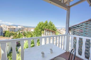 100m2 duplex apartment, glimpse of the sea