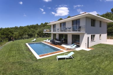 Villa Honora 1 / Large contemporary house