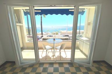 Spacieux studio avec terrasse front de mer Juan les Pins