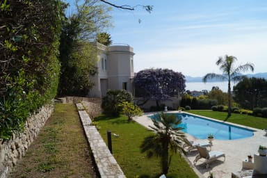 Amazing Property with 2 Villas, Rooftop Terrace and Sea Views by easyBNB