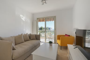 Nice 2br w/ balcony, seaview and pool close to Marineland Antibes - Welkeys