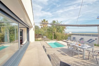 Seafront 4 bedroom with pool - Dodo et Tartine