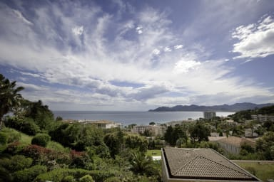 Charming flat with terrace, sea view and swimming pool in Cannes - Welkeys