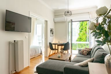 Plaka Central 1BR by JJ Hospitality