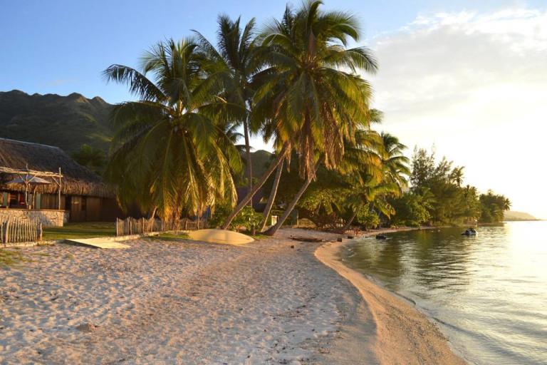 La plage devant la villa